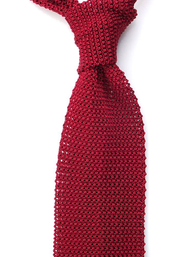 cravatta rossa a maglia